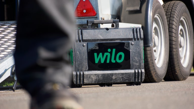 Wilo tool case in from of a vehicle